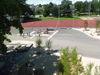 Pausenplatz, Kinder und Papierbahnen?